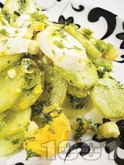 Салата от пресни краставици с яйца - снимка на рецептата